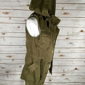Garage Utility Vest raw edge hooded cargo pockets